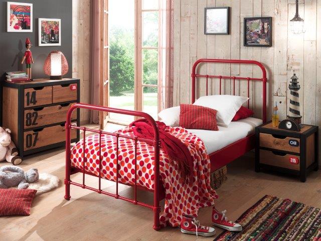 Mergaites kambarys jaunuolio lova