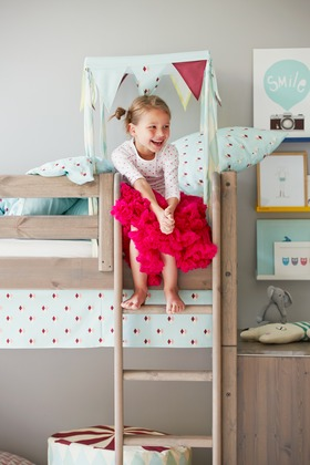 Mid high bed for girls