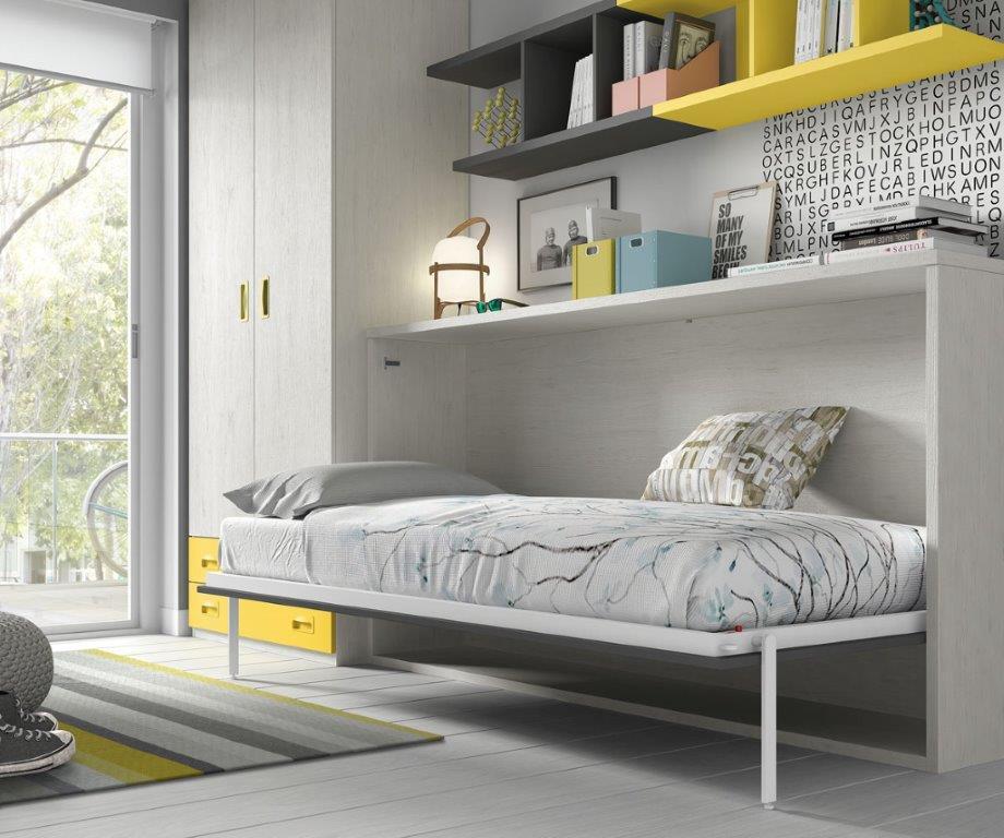 Atverčiama-lova-spintoje-jaunuolio-kambariui